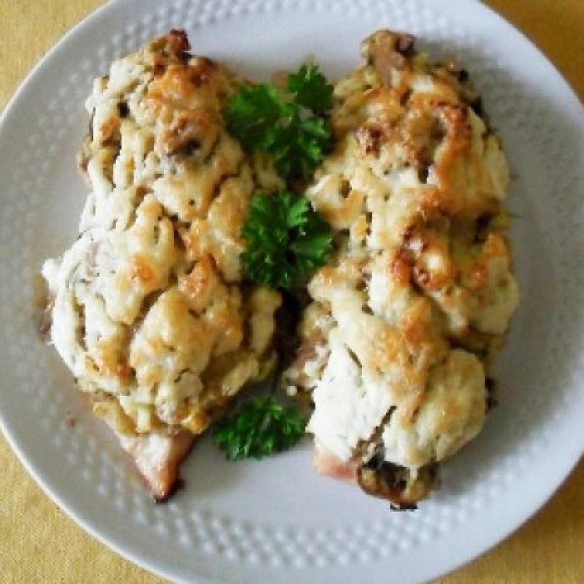 Ezen a képen: Gombás rakott csirkemell