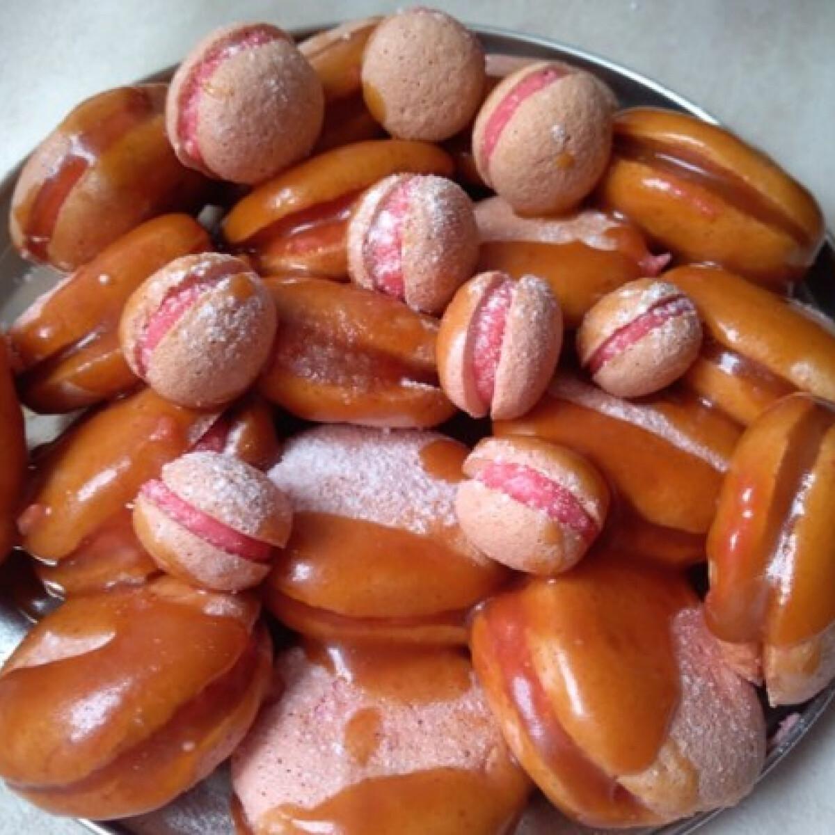Hamis macaron citromos-kókuszos krémmel, sóskaramell-öntettel