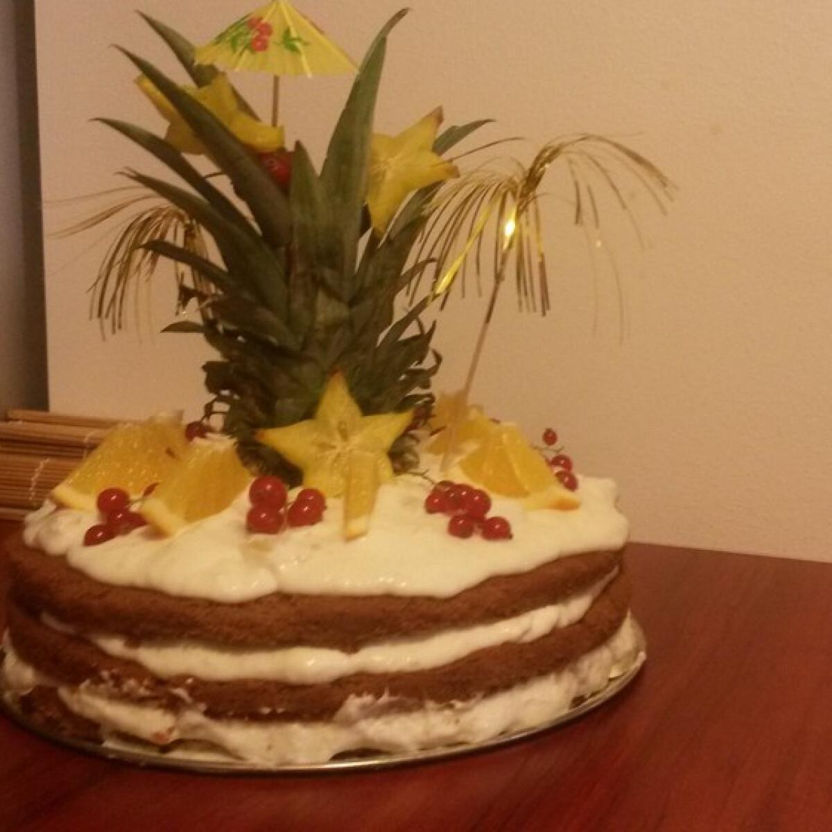 Ezen a képen: Ananász torta
