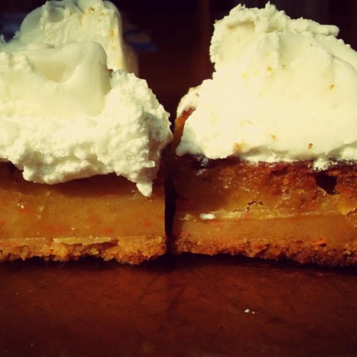 Ezen a képen: Narancsos-répás sütemény