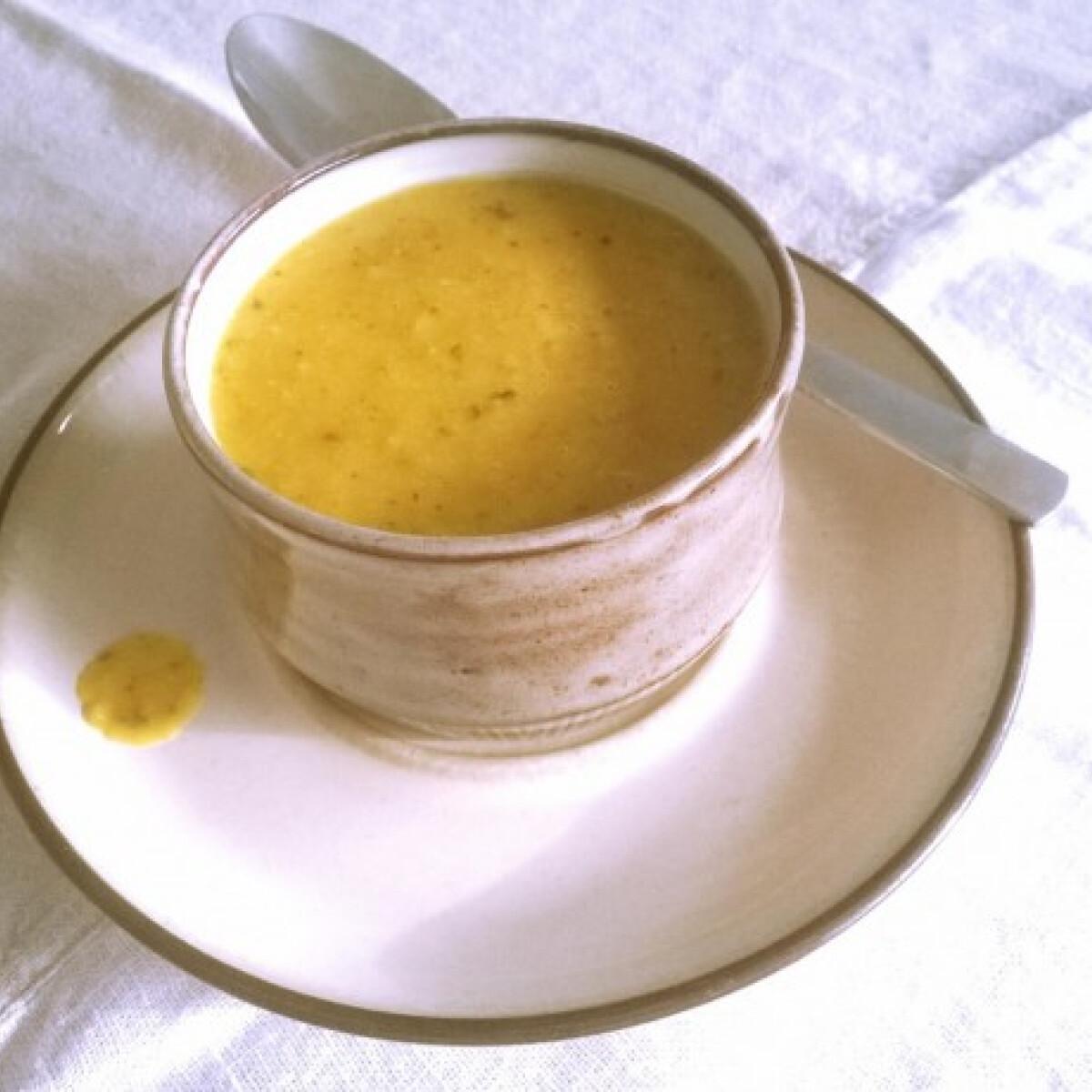 Ezen a képen: Indiai vöröslencse-krémleves