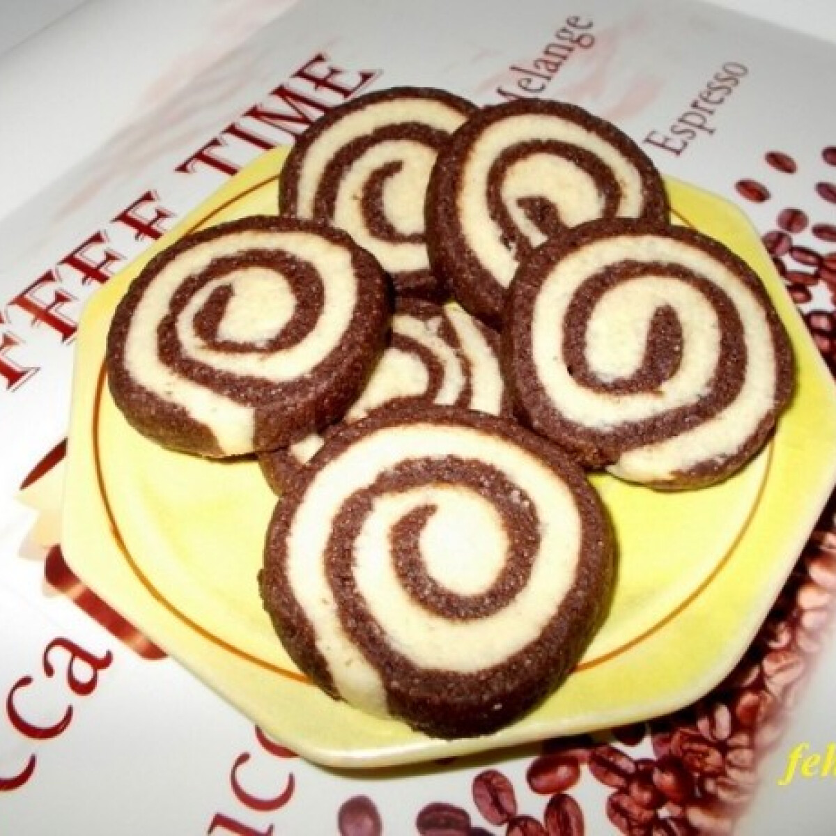 Ezen a képen: Csokoládés-kókuszos tallérok
