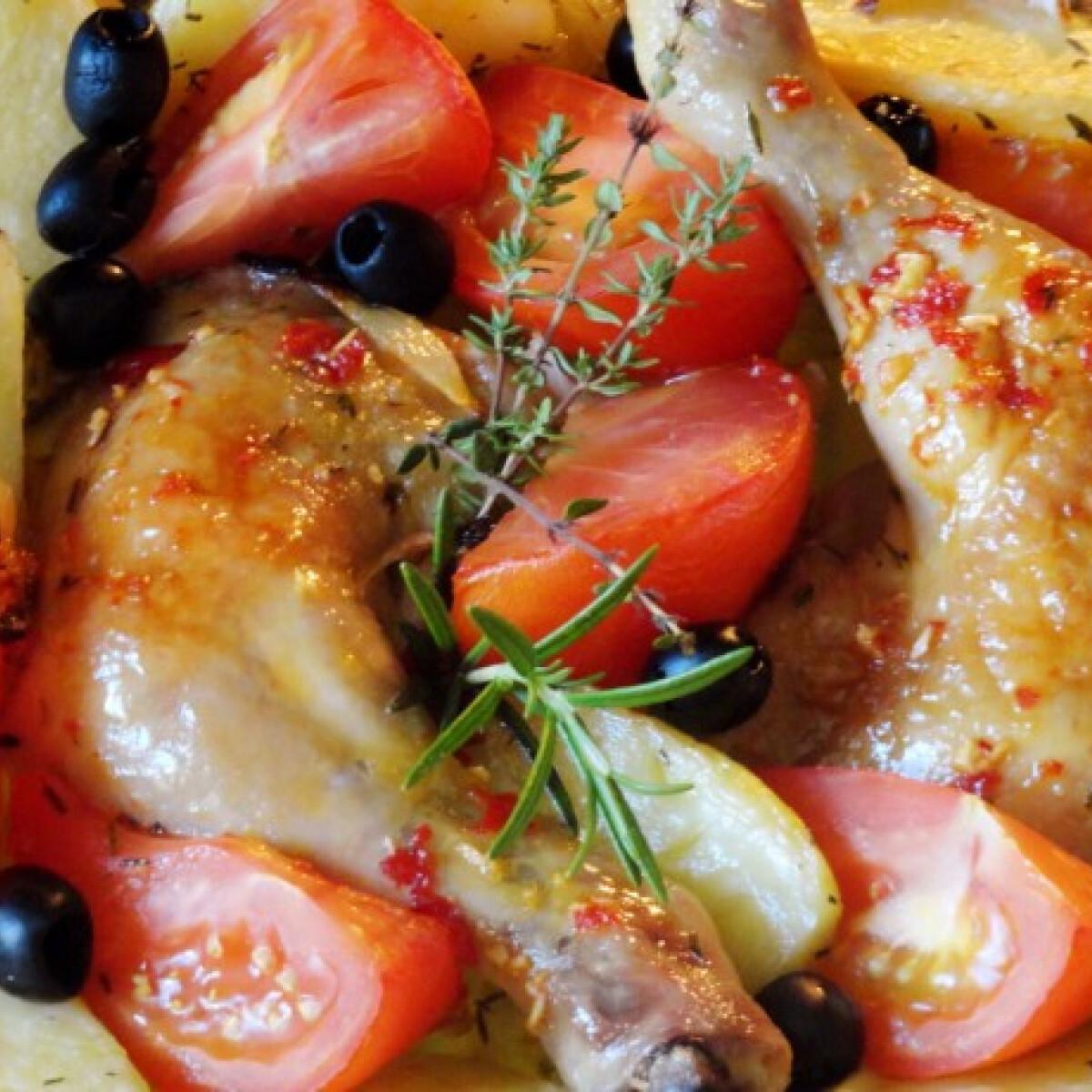 Ezen a képen: Burgonyás-paradicsomos csirkecomb