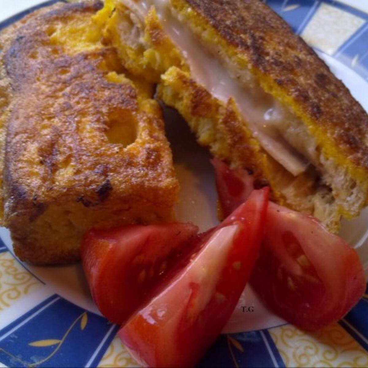 Ezen a képen: Sajtos-sonkás bundás kenyér