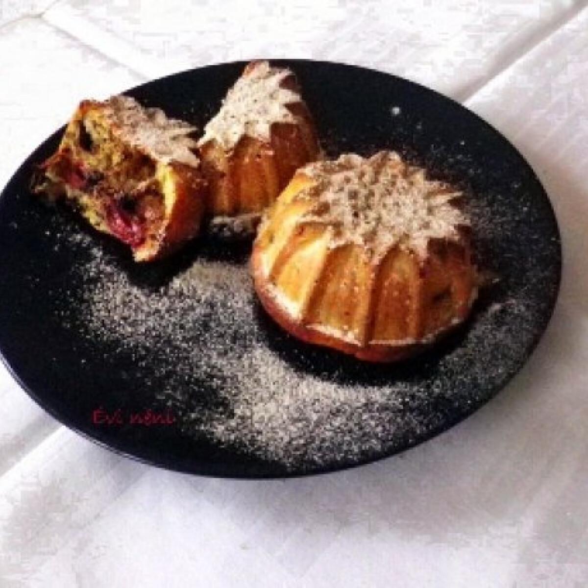 Ezen a képen: Citromos-csokis-meggyes muffin