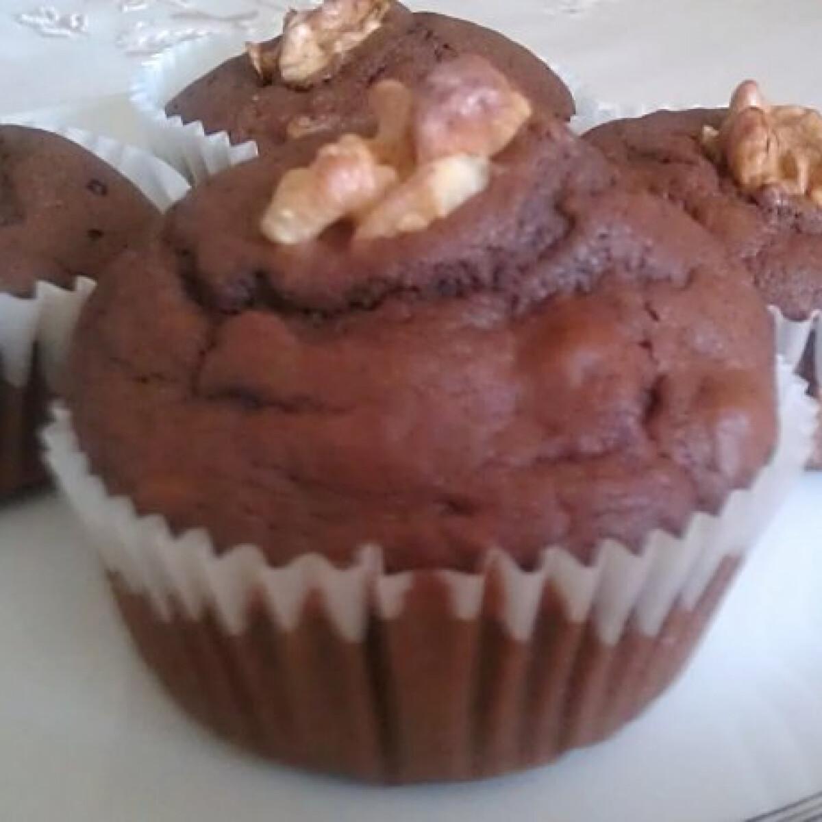 Ezen a képen: Kakaós diós muffin