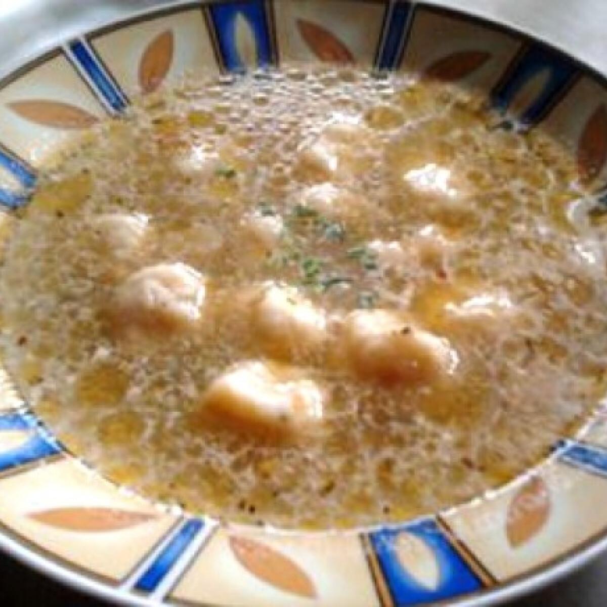 Ezen a képen: Tárkonyos burgonyagombóc-leves