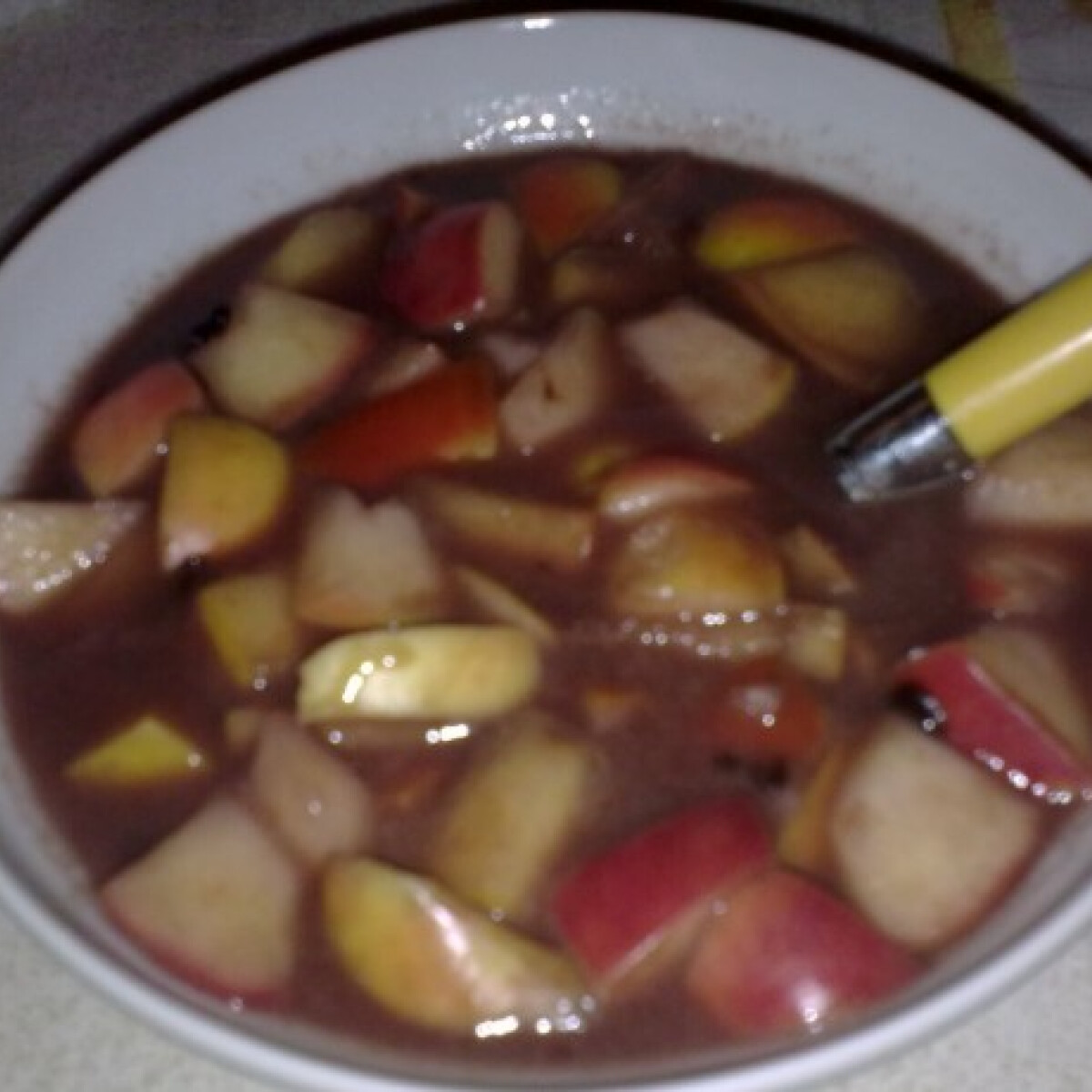 Ezen a képen: Forralt boros gyümölcsleves