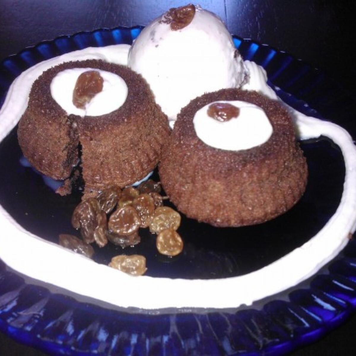 Ezen a képen: Rumos mazsolás csokis vezúv