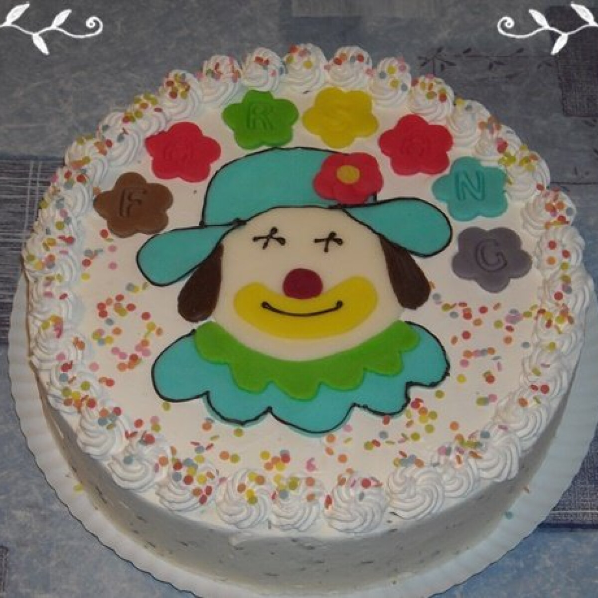 Bohócos farsangi torta