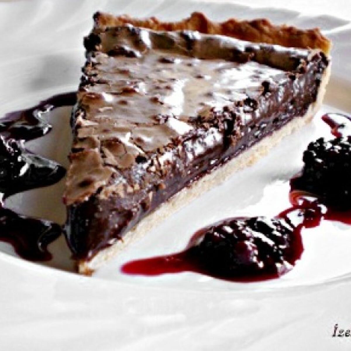Ezen a képen: Csokoládés pite vörösboros szederöntettel