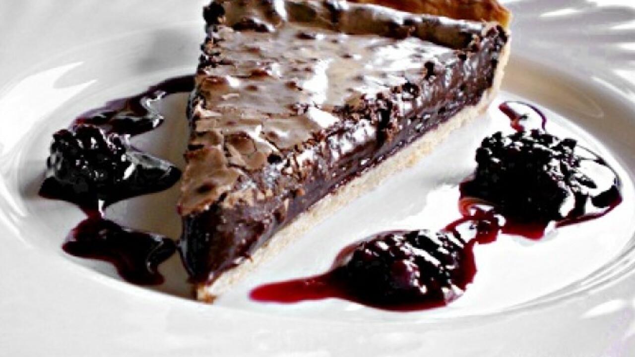Csokoládés pite vörösboros szederöntettel