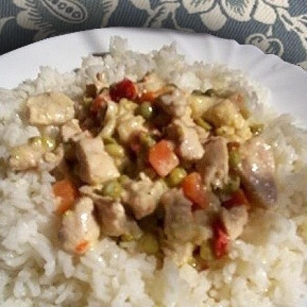 Rokfortos-zöldséges pulykaragu rizságyon