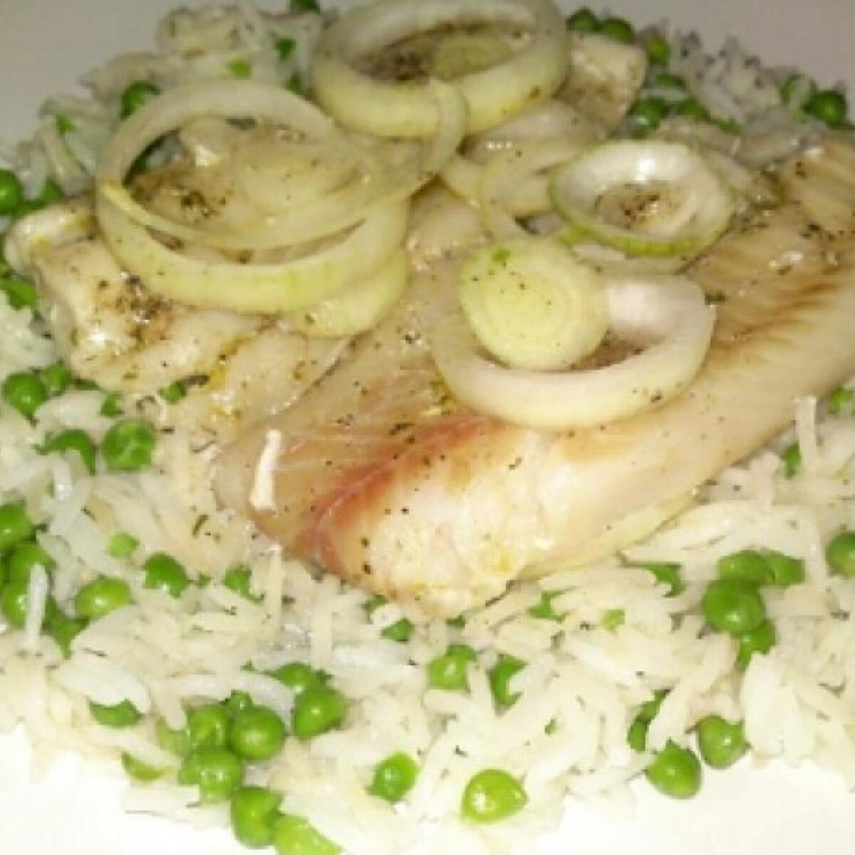 Ezen a képen: Sült hal párolt borsós rizzsel