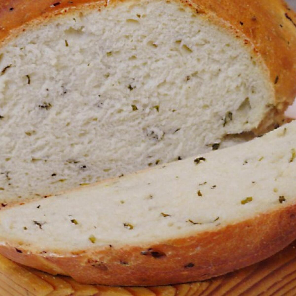 Ezen a képen: Medvehagymás kenyér Glaser konyhájából