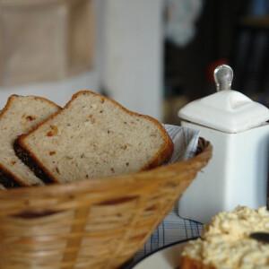 Diós-paradicsomos-köményes-kendermagos kenyér