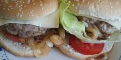 Császárszalonnás mangalicás csirkés burger