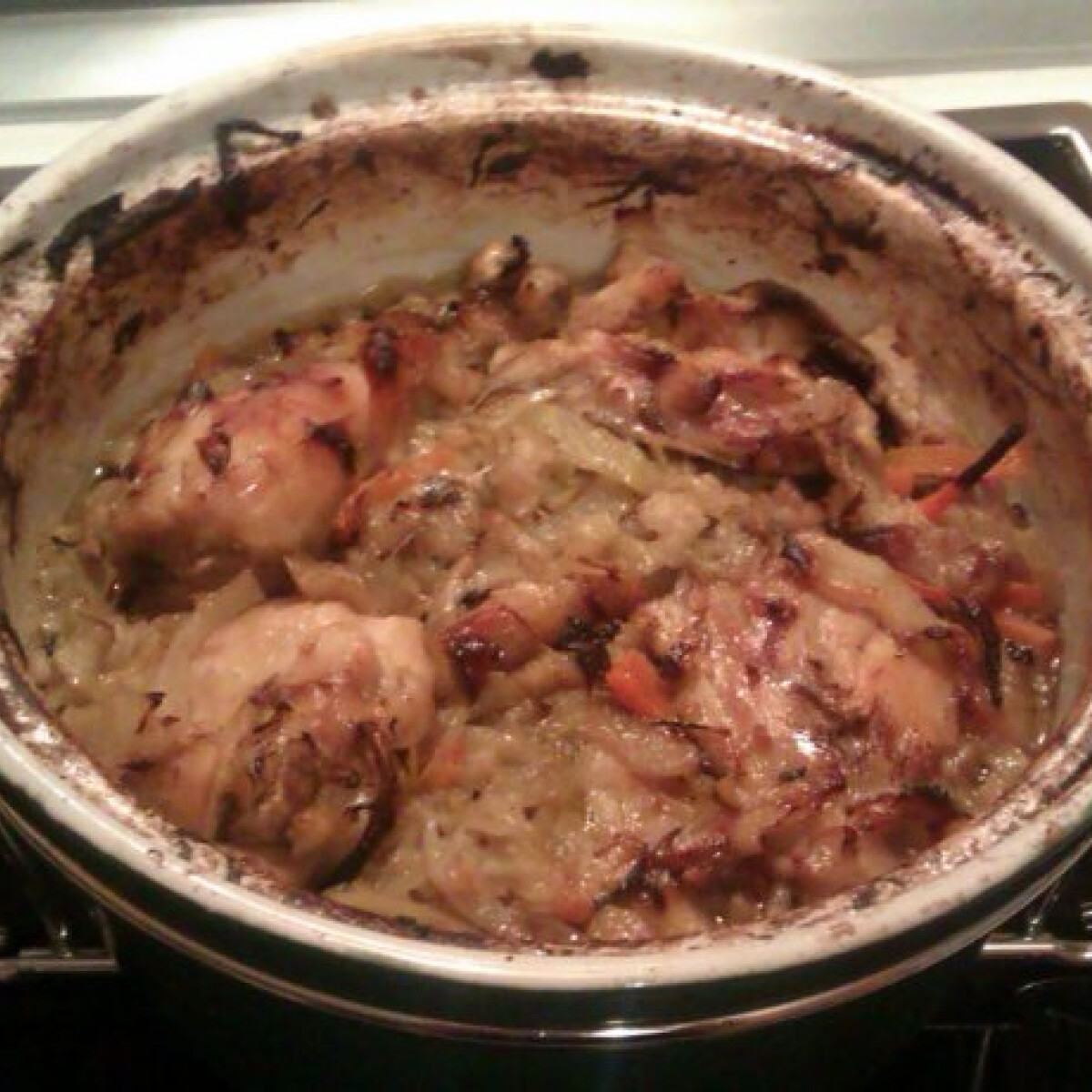 Ezen a képen: Egyben sült káposztás csirke