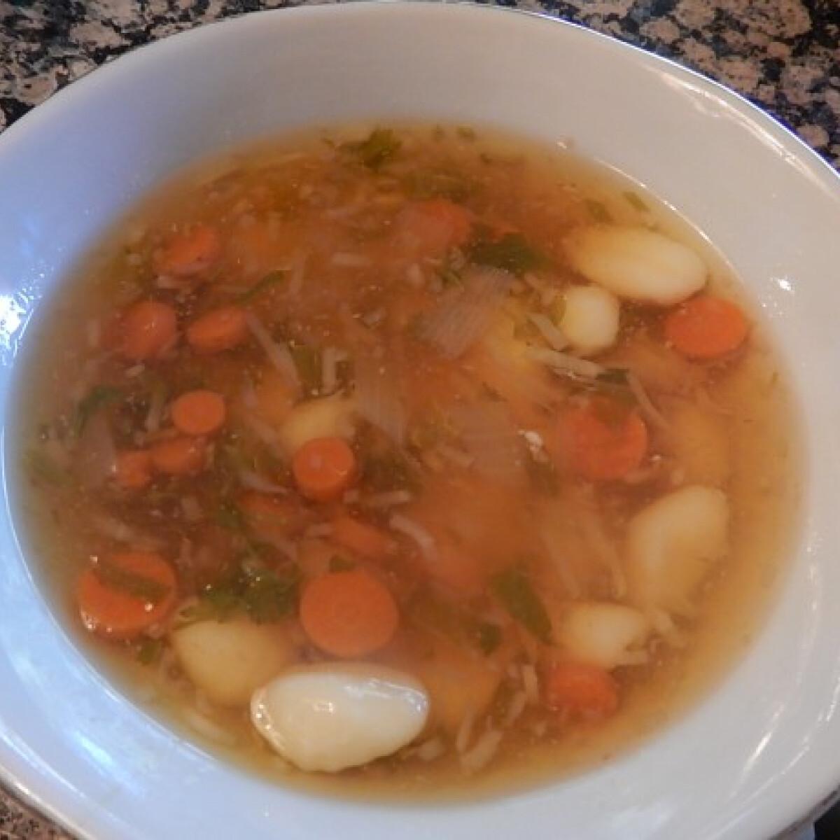 Húsvéti sonkalé-leves krumplinudlival