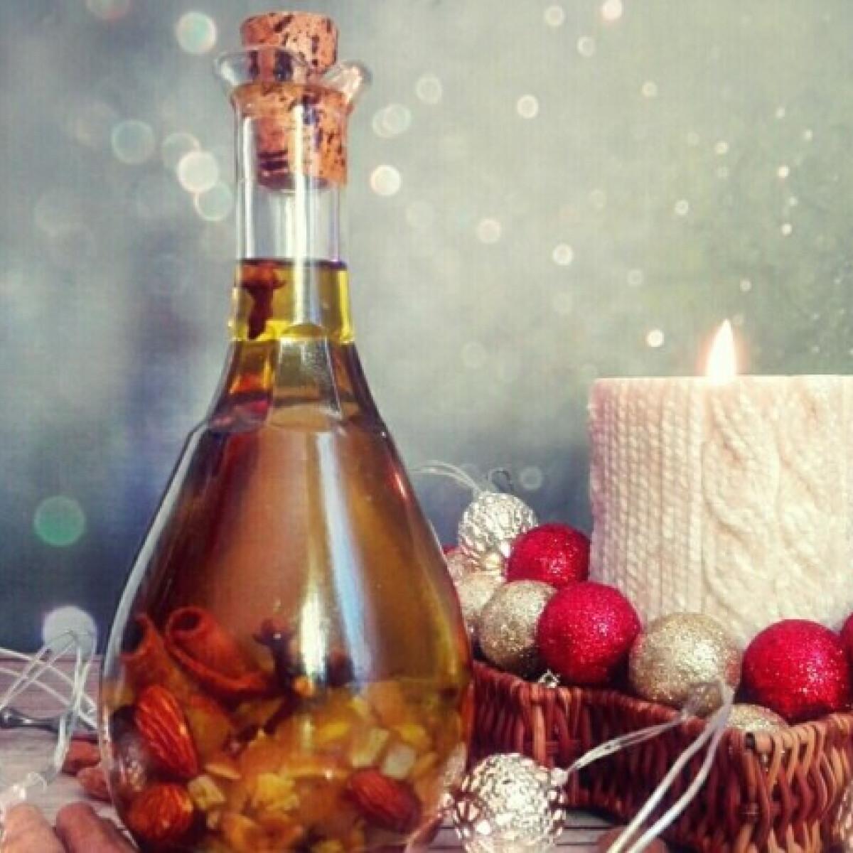 Ezen a képen: Karácsonyi fűszerolaj