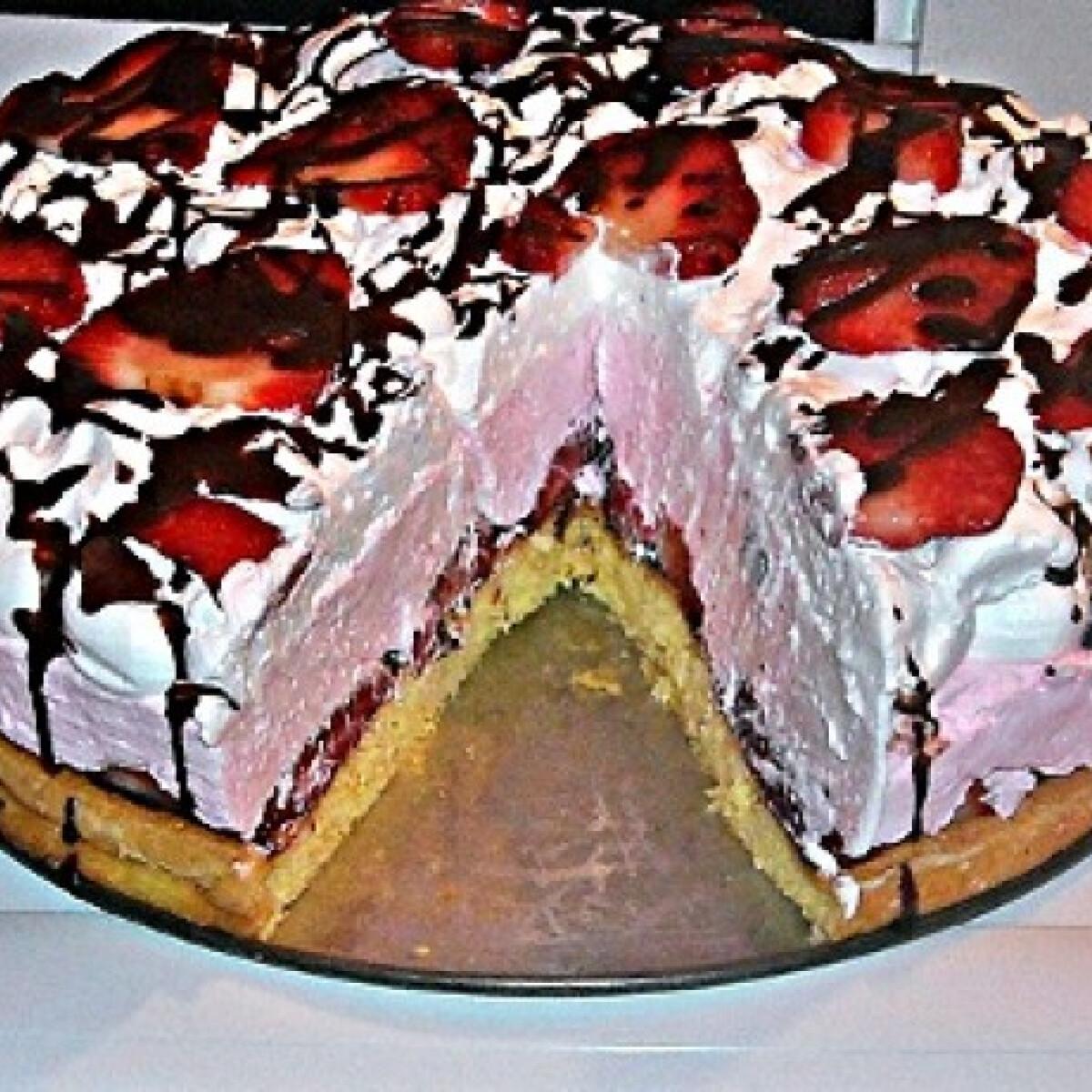 Ezen a képen: Epres-joghurtos torta csokiöntettel