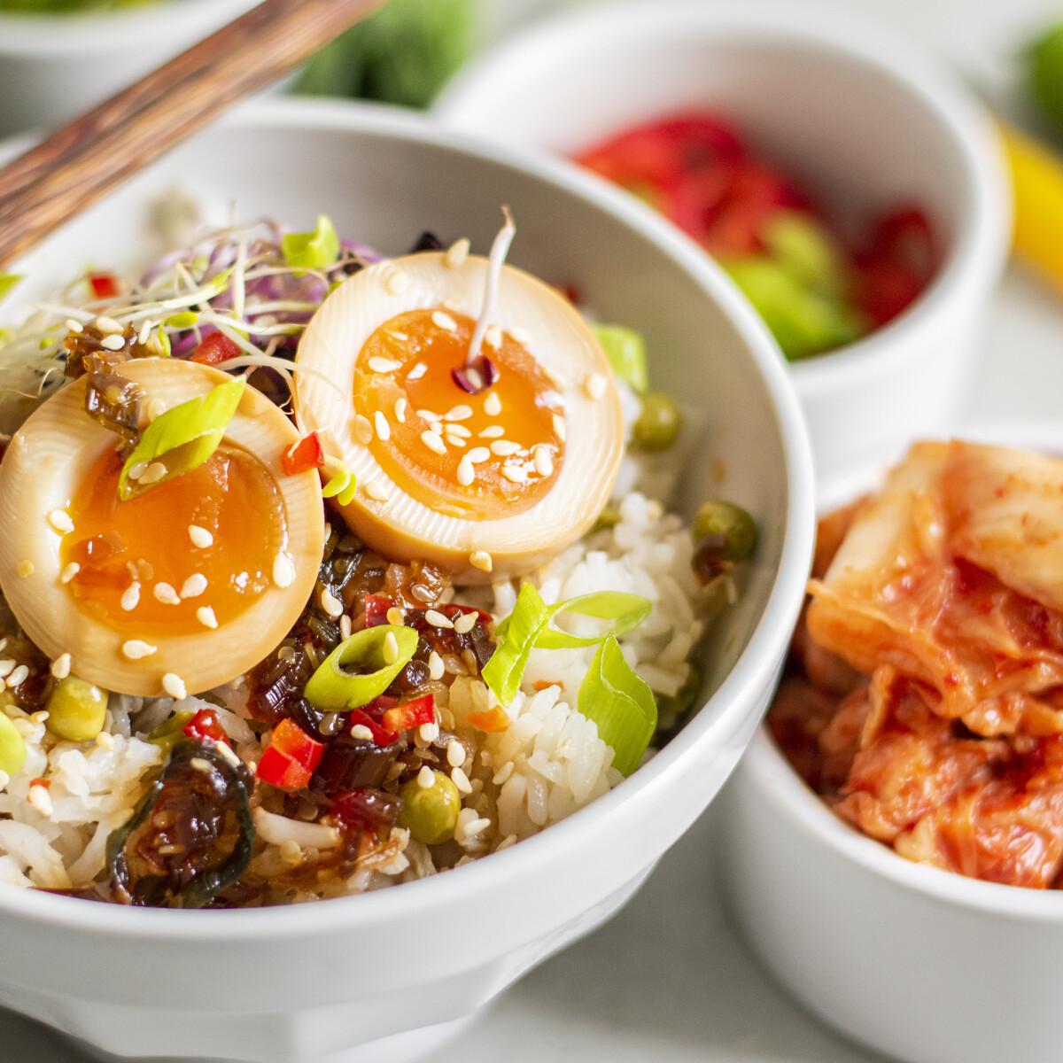 Ezen a képen: Mayak - koreai érlelt tojás