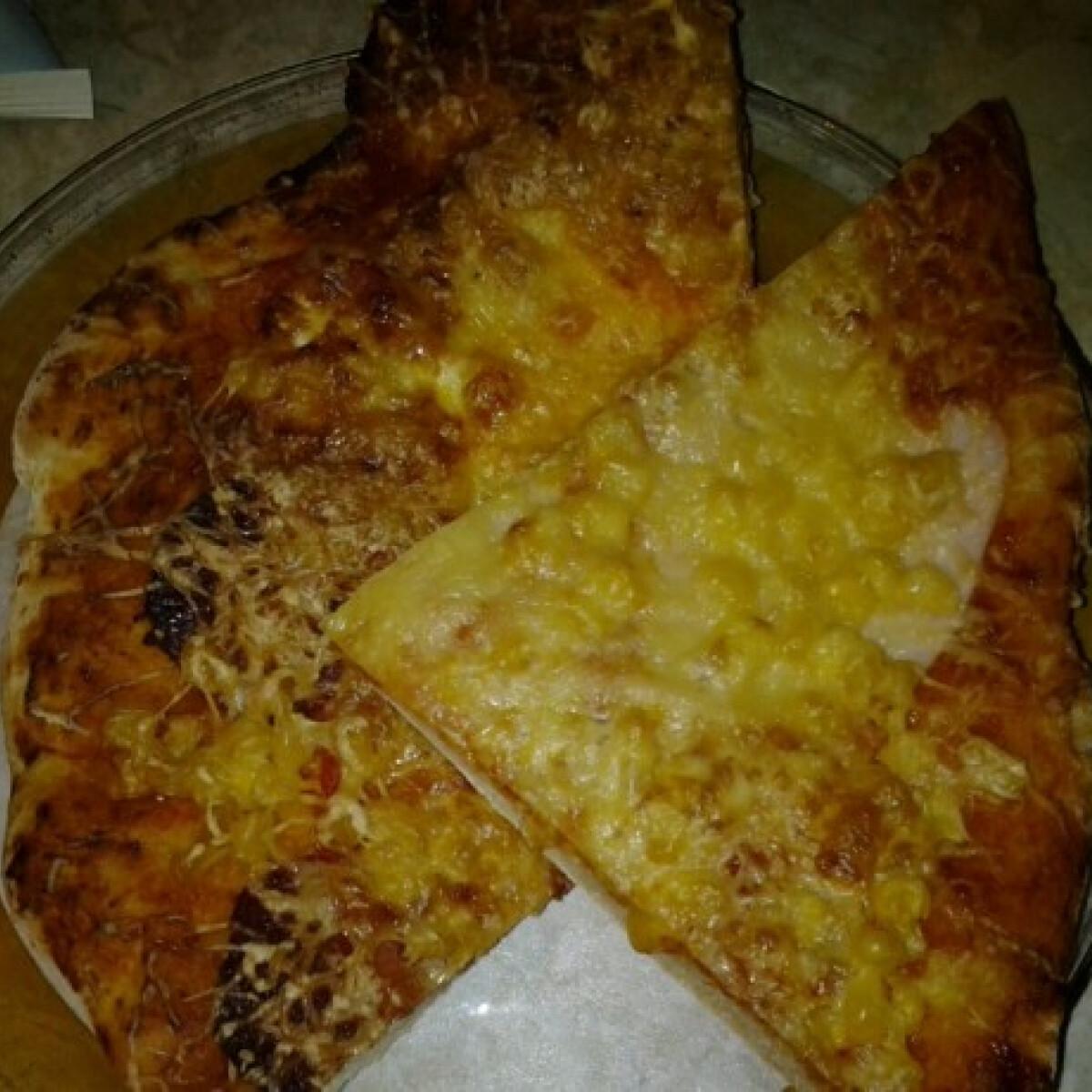 Ezen a képen: Pizza ahogy nikol készíti