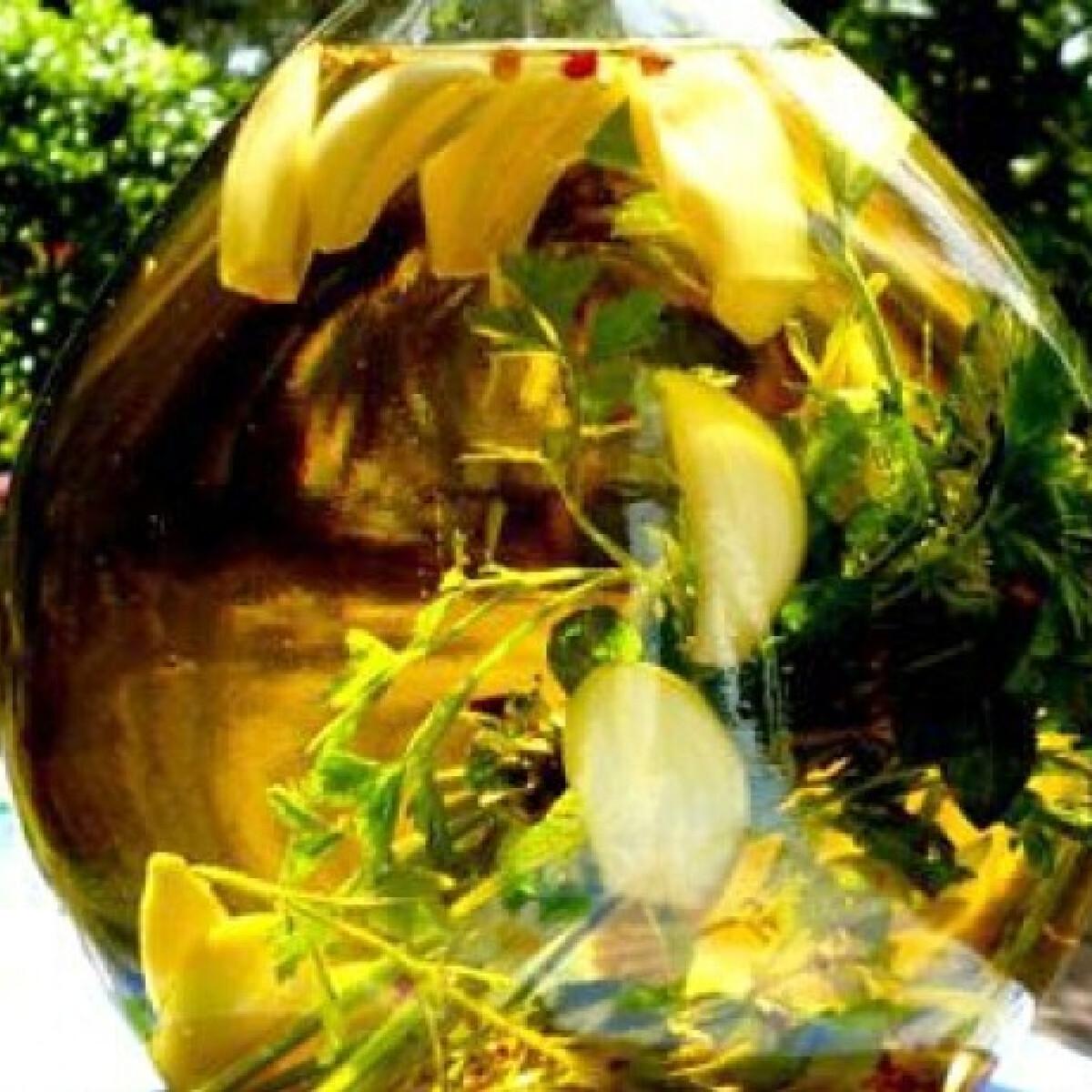 Ezen a képen: Fokhagymás-chilis olaj