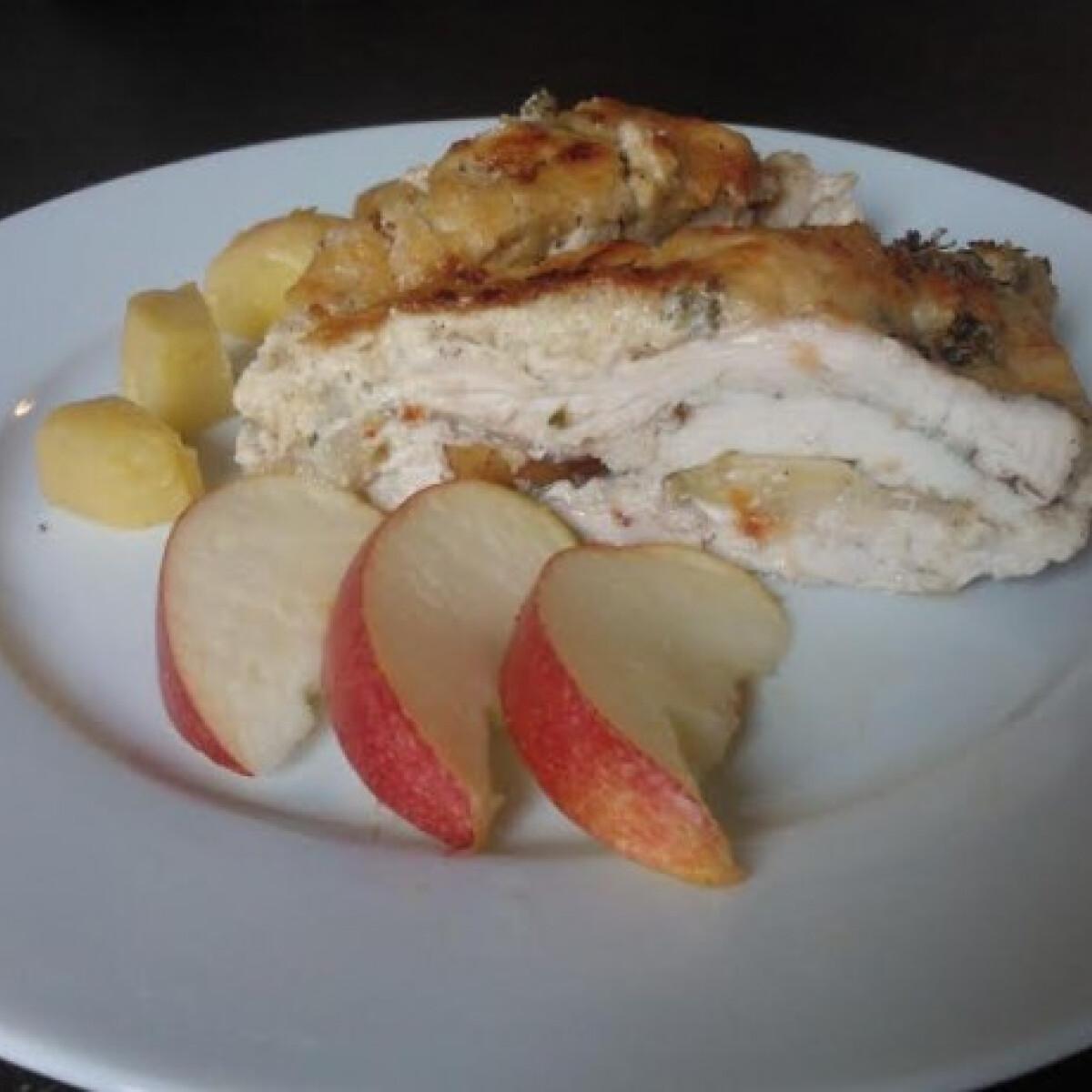 Ezen a képen: Sajtos almás rakott csirkemell