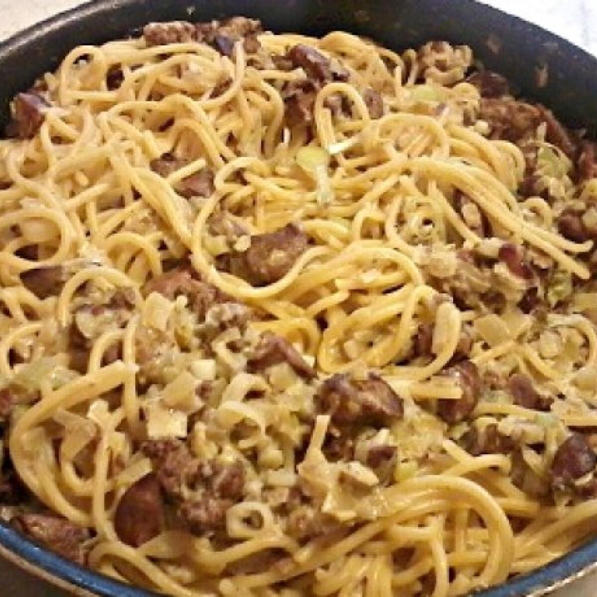 Ezen a képen: Csirkemájas-konyakos spagetti