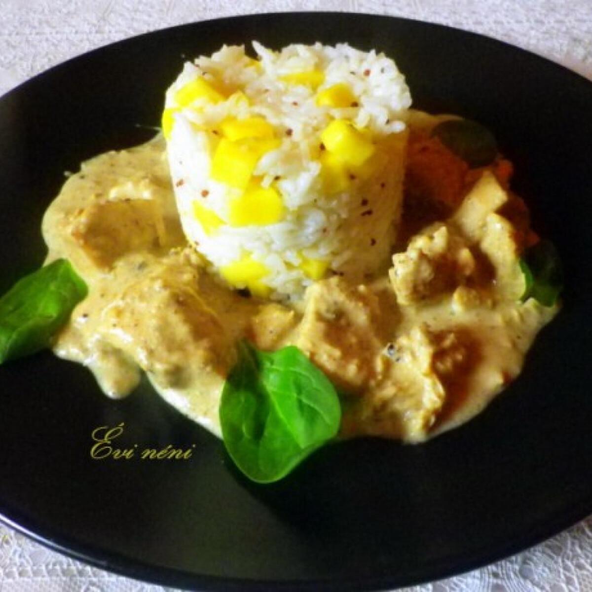 Ezen a képen: Safed Mie Gulabi-csirke curry