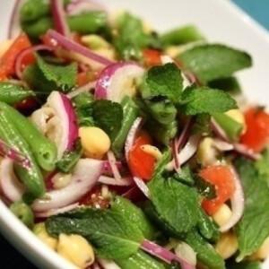 Mentás csicseriborsó-saláta