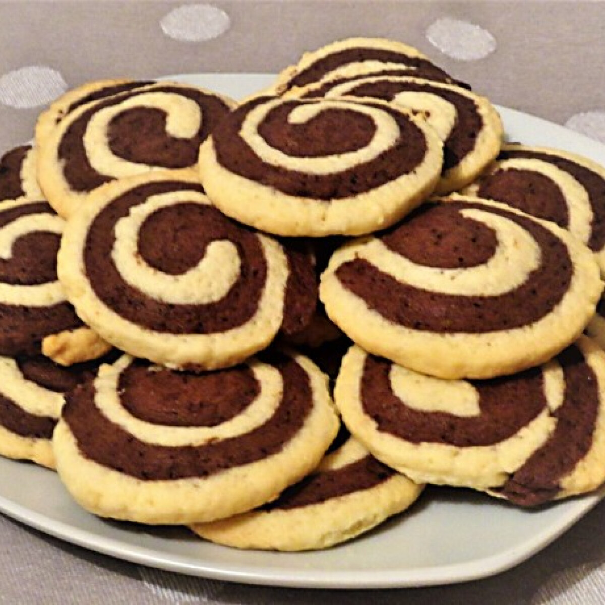 Ezen a képen: Fekete-fehér keksz