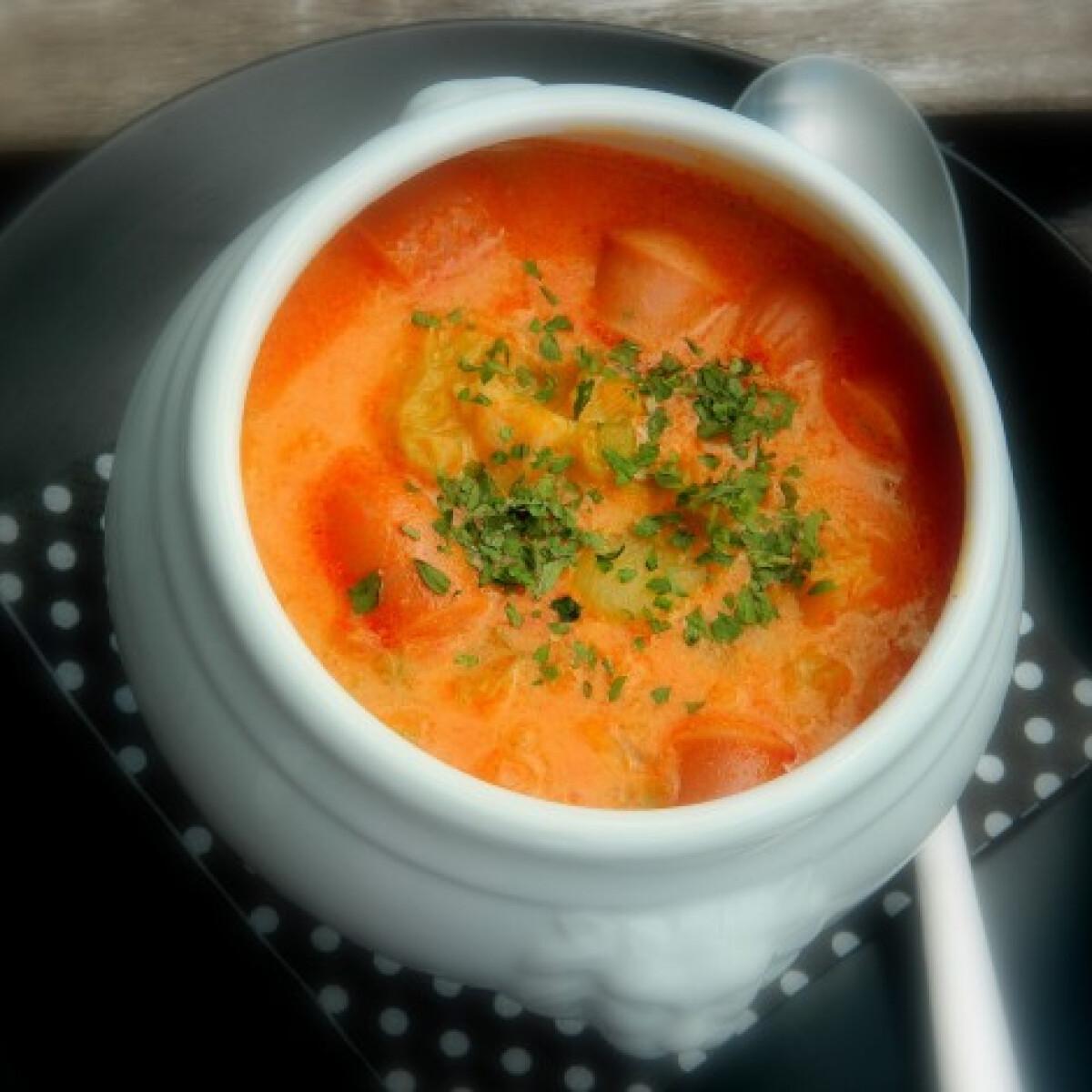 Ezen a képen: Frankfurti leves Mercedes konyhájából