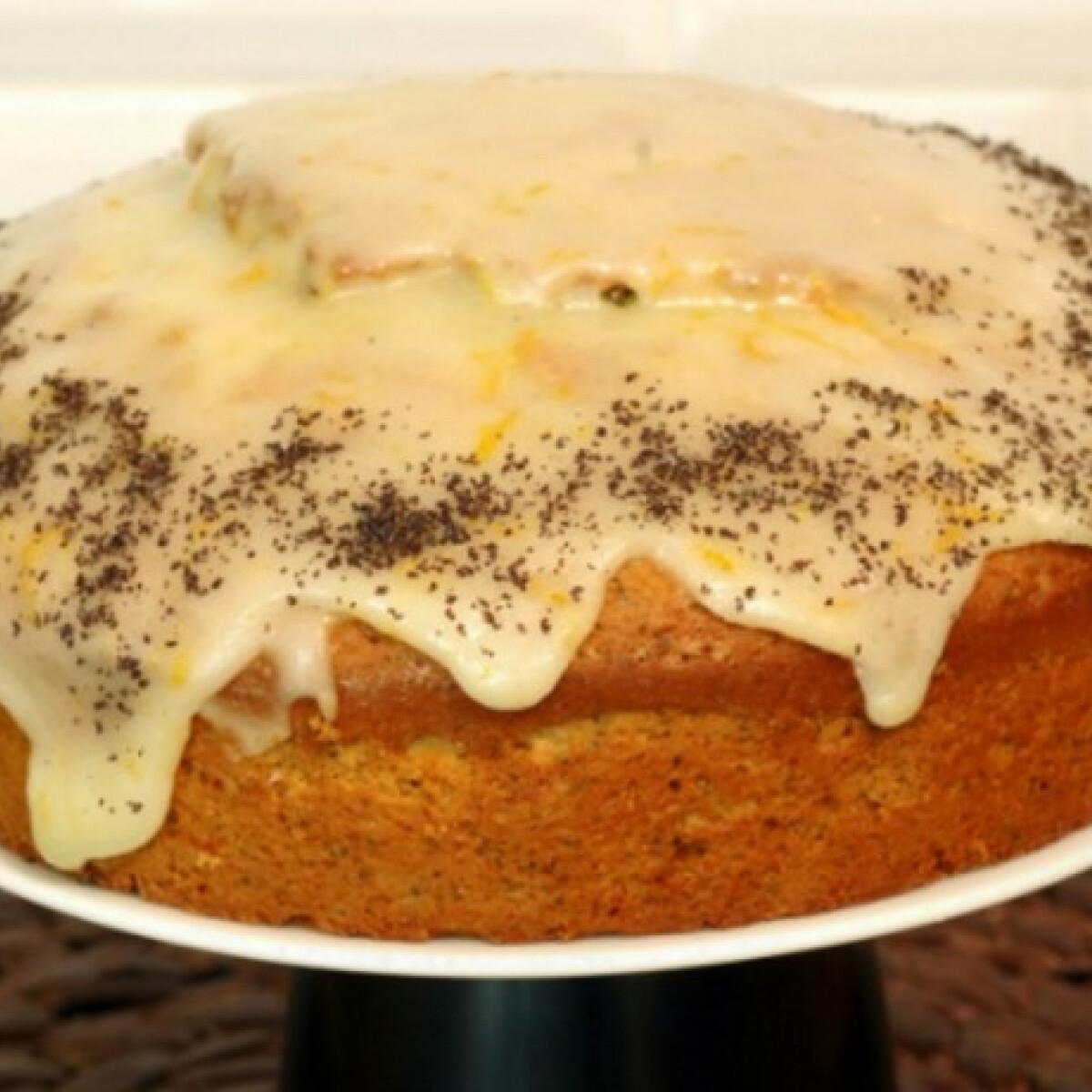 Ezen a képen: Narancsos-mákos sütemény