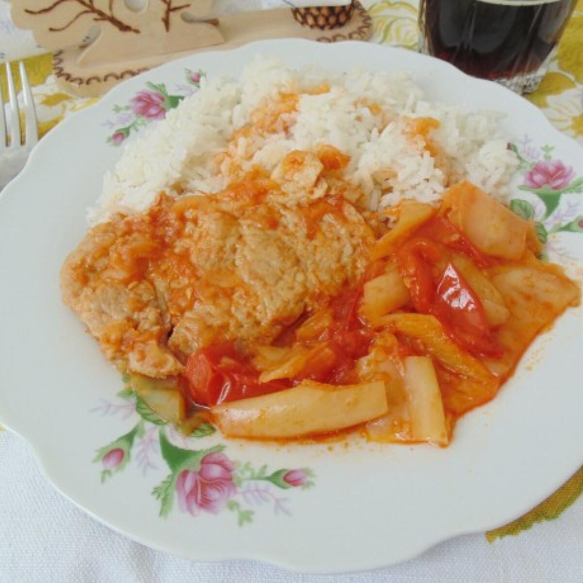 Ezen a képen: Lecsós sertéskaraj natúr rizzsel
