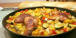 Omlós csirkecomb vele sült zöldséggel