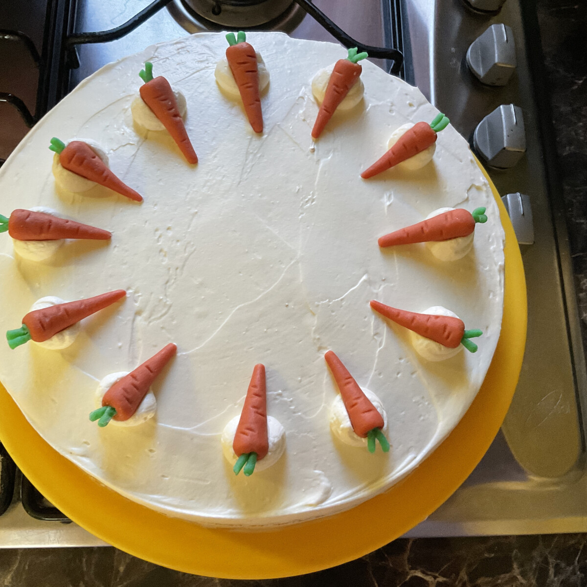 Ezen a képen: Répatorta Izuka konyhájából