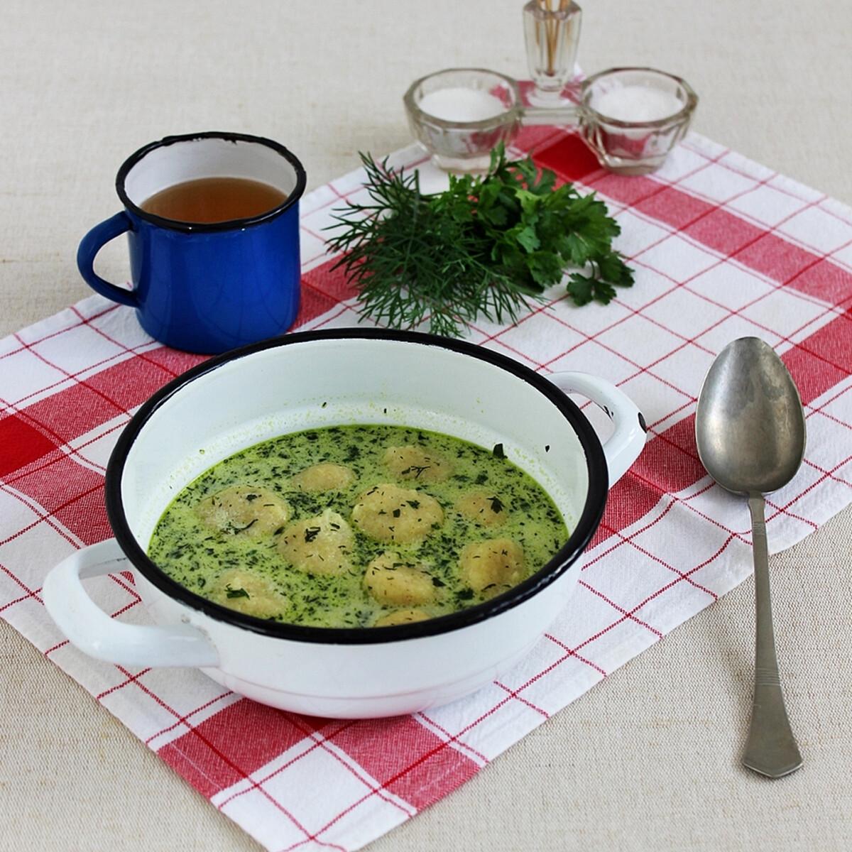 Ezen a képen: Zöld leves sajtgombóccal