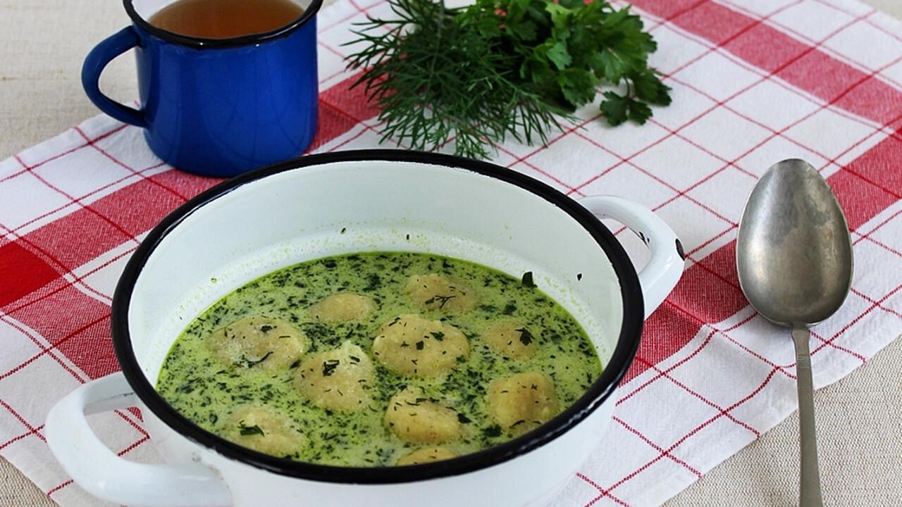 Zöld leves sajtgombóccal