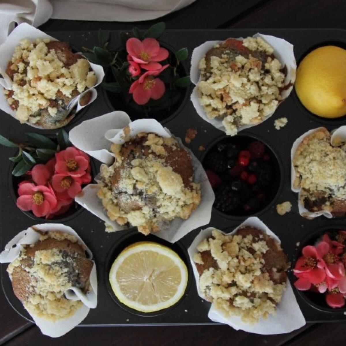 Piros gyümölcsös márványos muffin