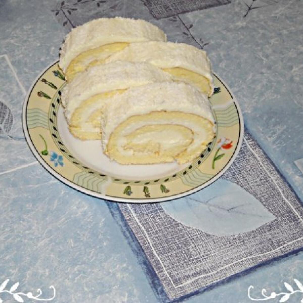 Ezen a képen: Kókuszos rolád Nikóka konyhájából