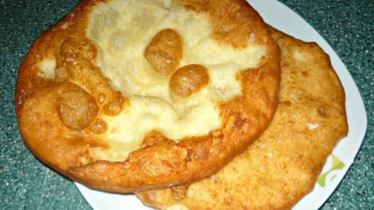 Krumplis-tejfölös lángos