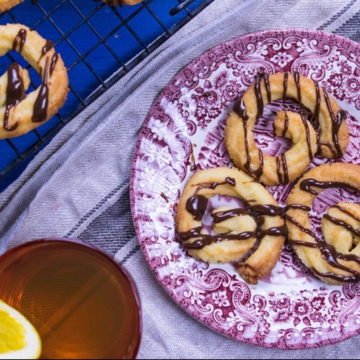 Ezen a képen: Narancsos-vaníliás keksz