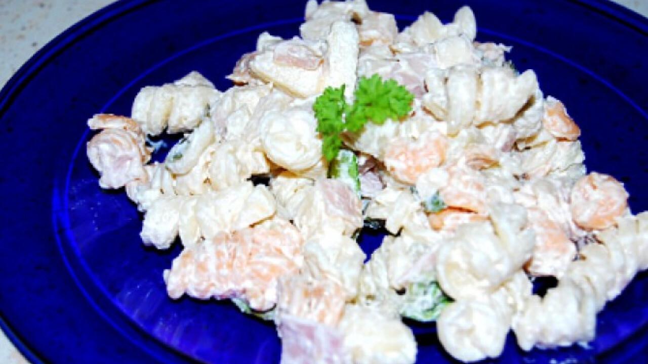 Majonézes-sonkás tésztasaláta