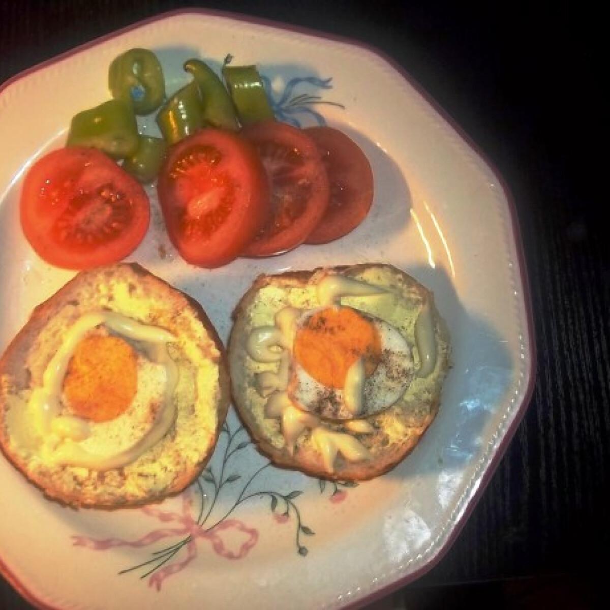 Ezen a képen: Szendvics majonézes tojással