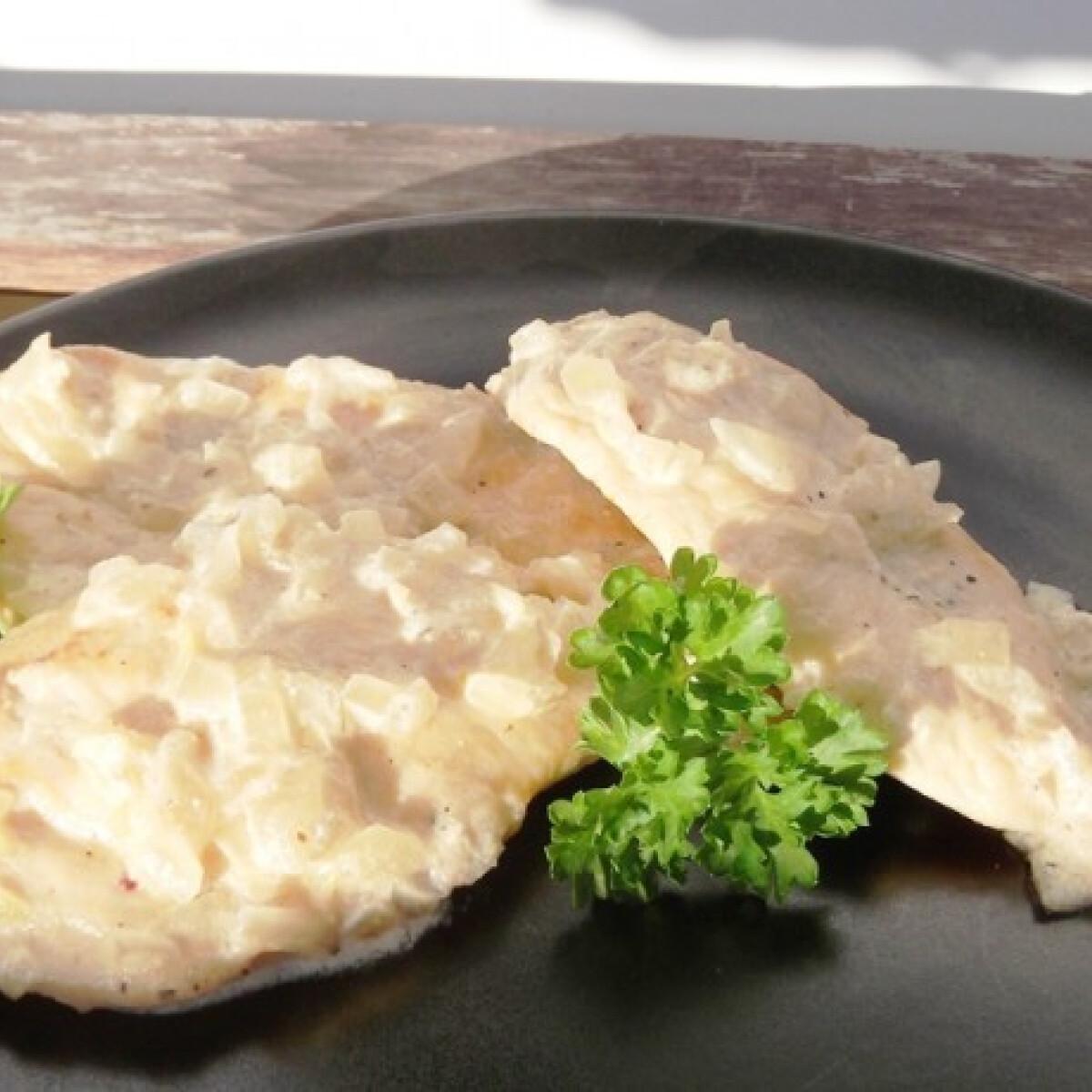 Ezen a képen: Hagymás mustáros csirkemell