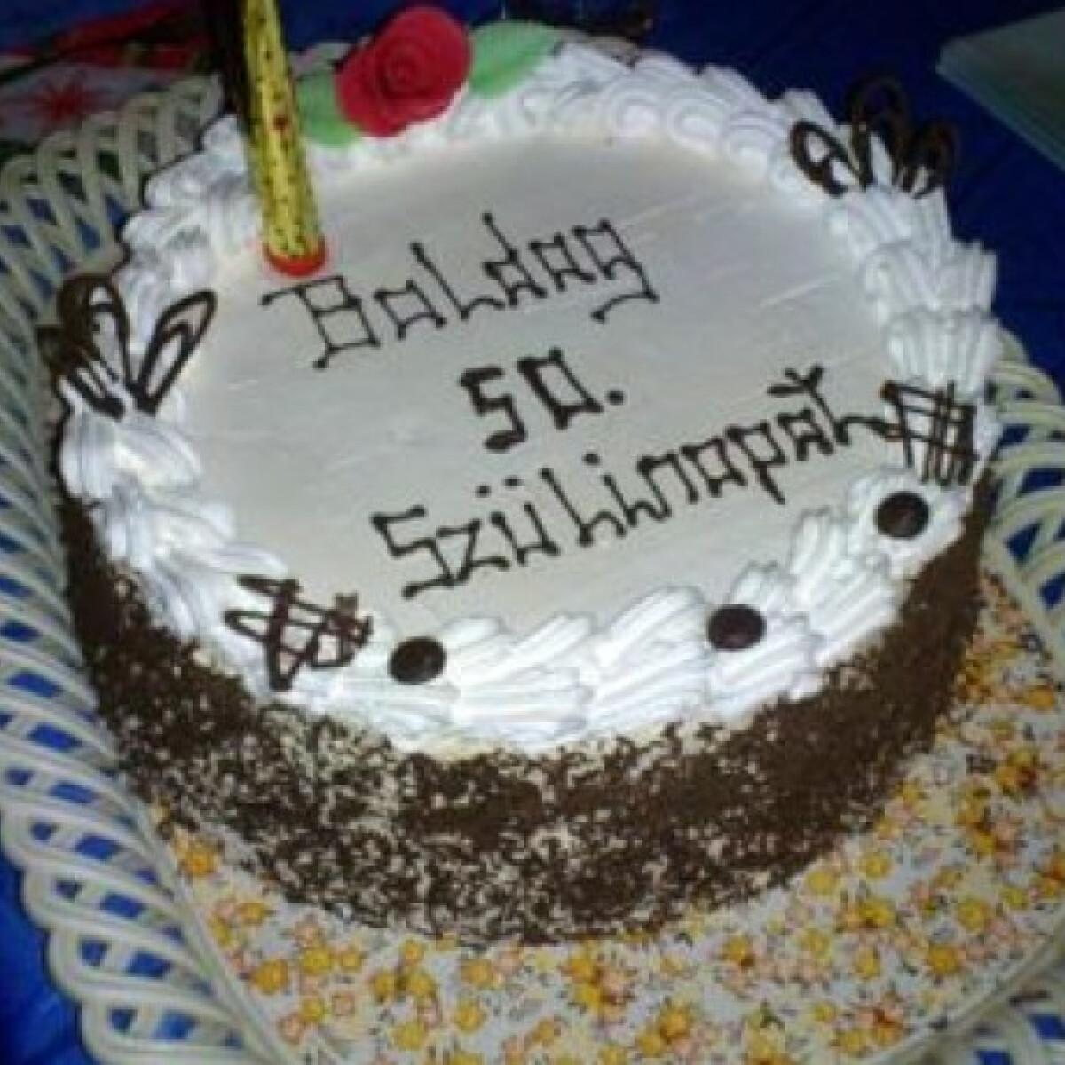 Ezen a képen: Kastély torta szöszi konyhájából