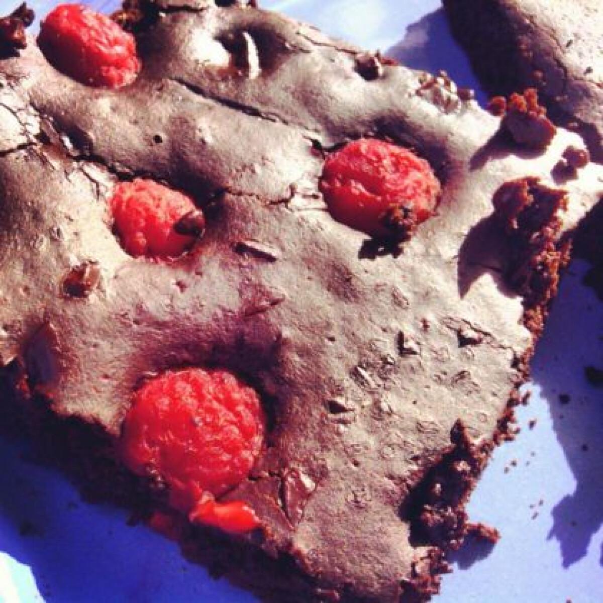 Ezen a képen: Étcsokis-málnás brownie