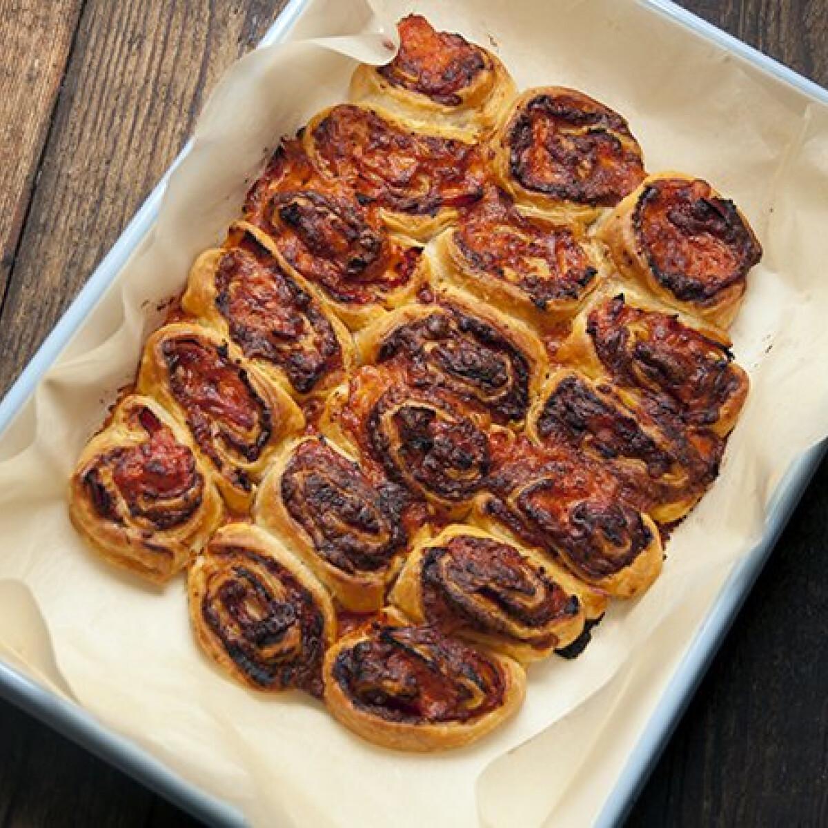 Ezen a képen: Gyors pizzás csiga Annától